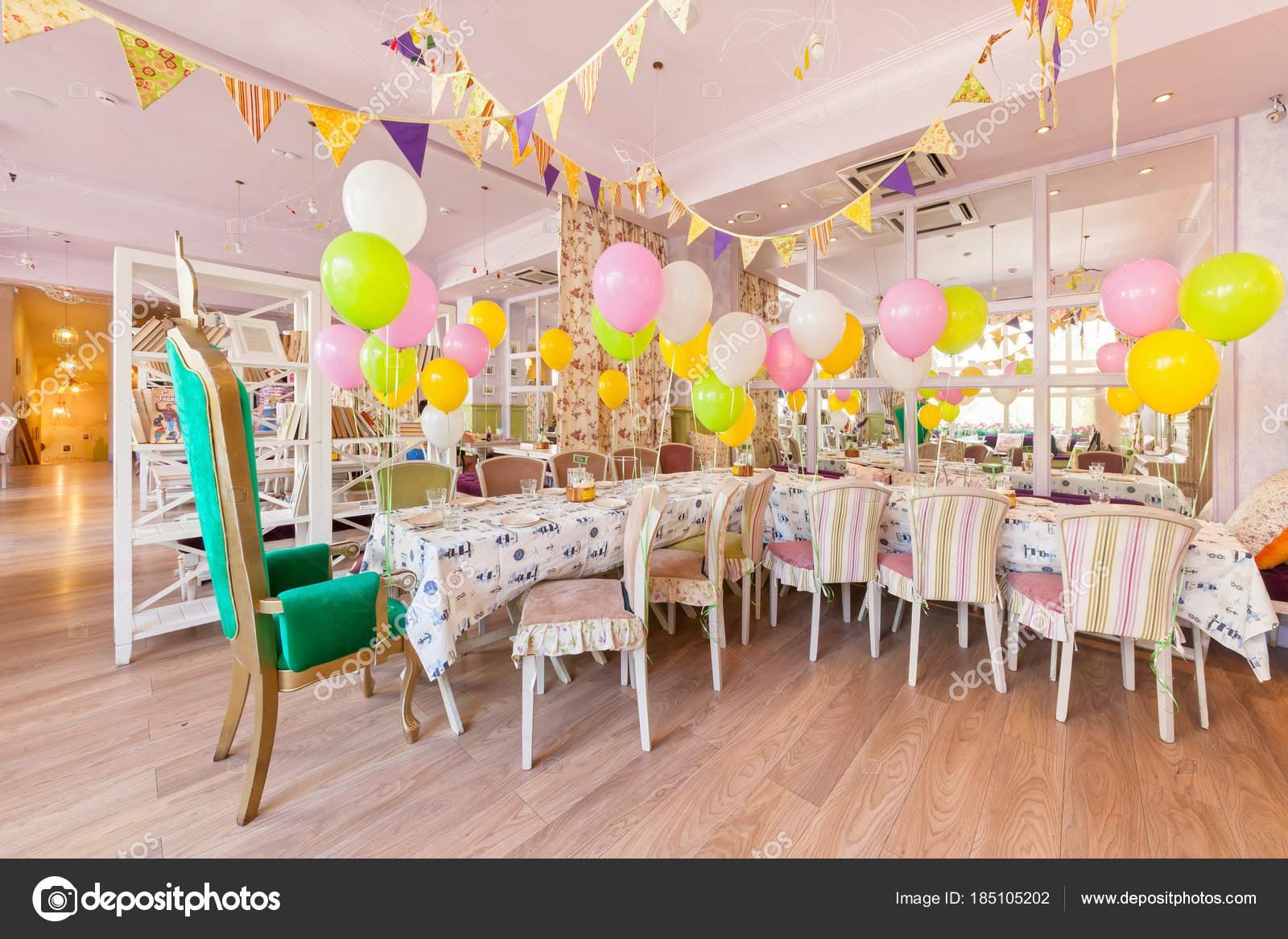 moscou août 2014 intérieur family café anderson longue table décorée