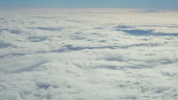 Cestování letadlem. Zobrazit přes okna letadlo.