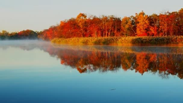 Mlha na jezeře na ranní