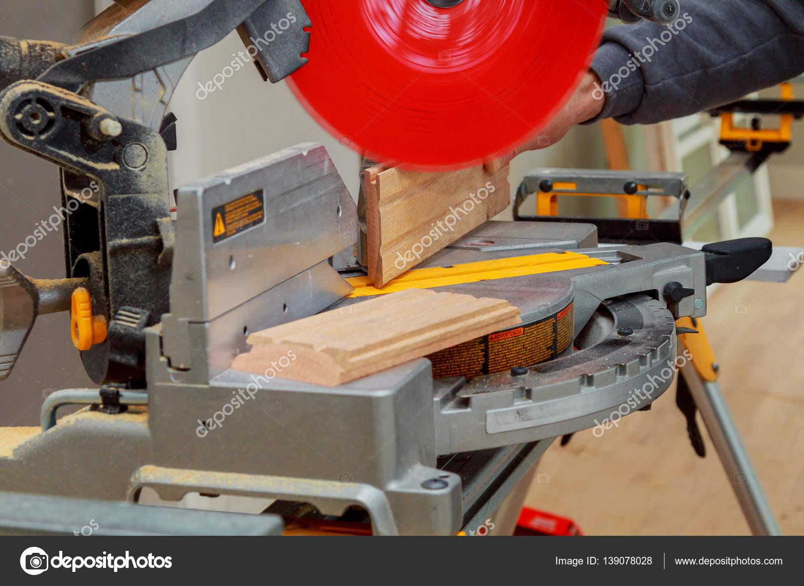 Sierra circular. Carpintero para madera — Foto de stock © photovs ...