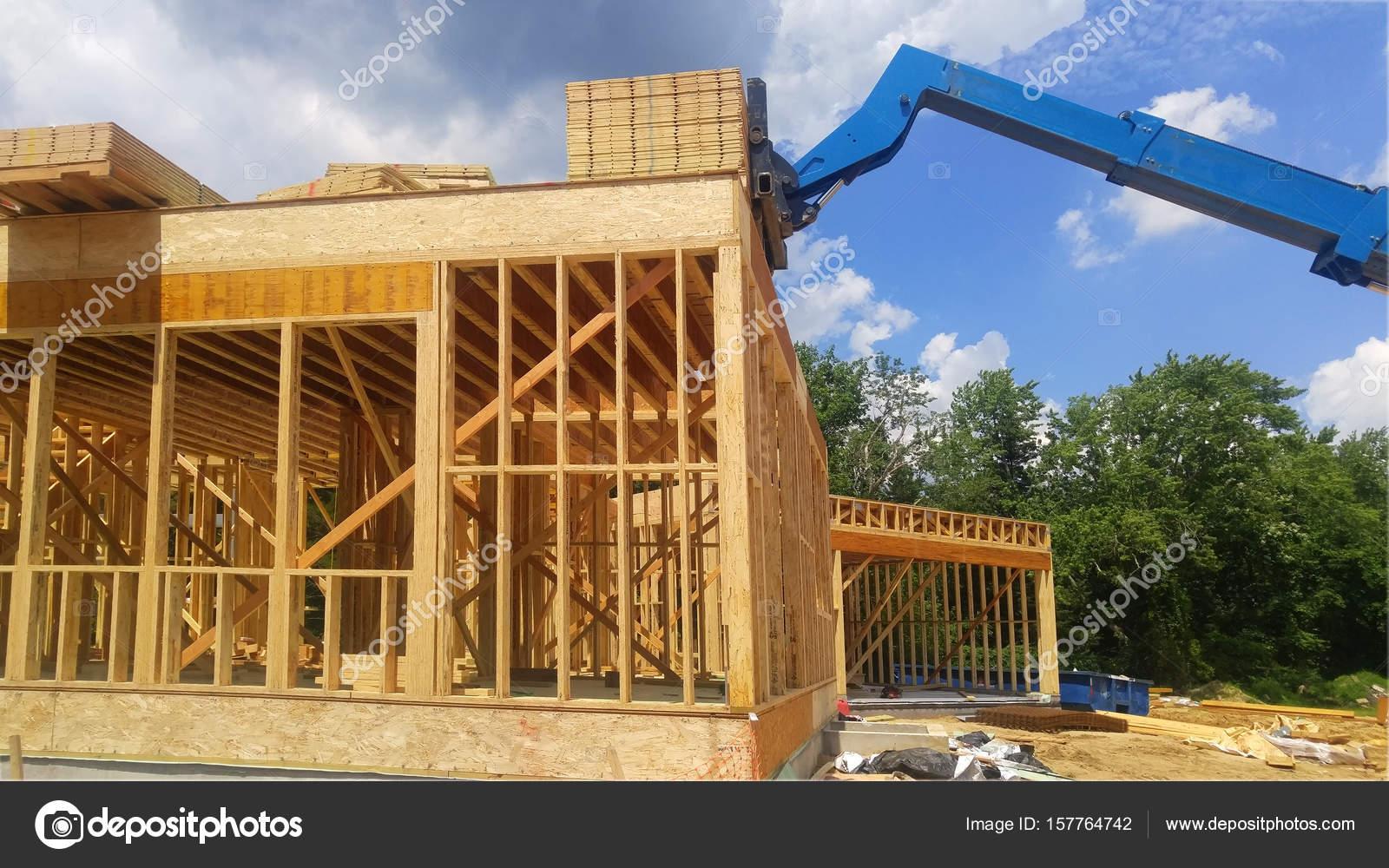 Resumen de marcos de madera casa construcción nueva — Fotos de Stock ...