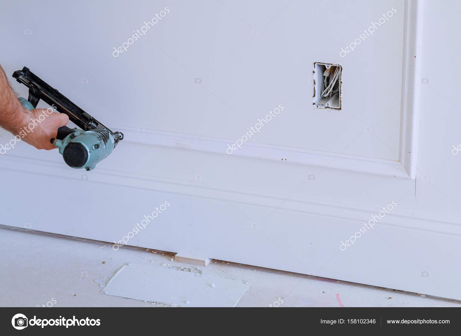 Hágalo usted mismo propietario de la casa reparar moldura de marco ...