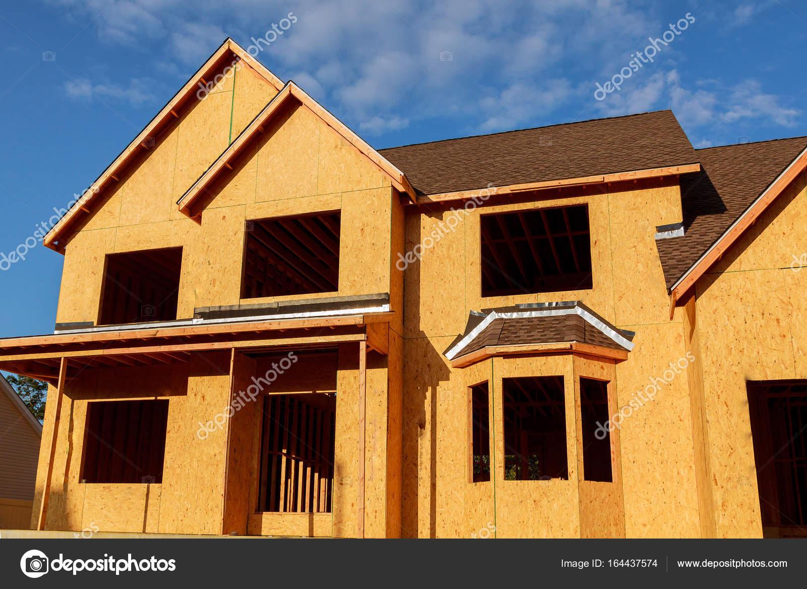 Casa nueva en construcción - marco de madera — Fotos de Stock ...