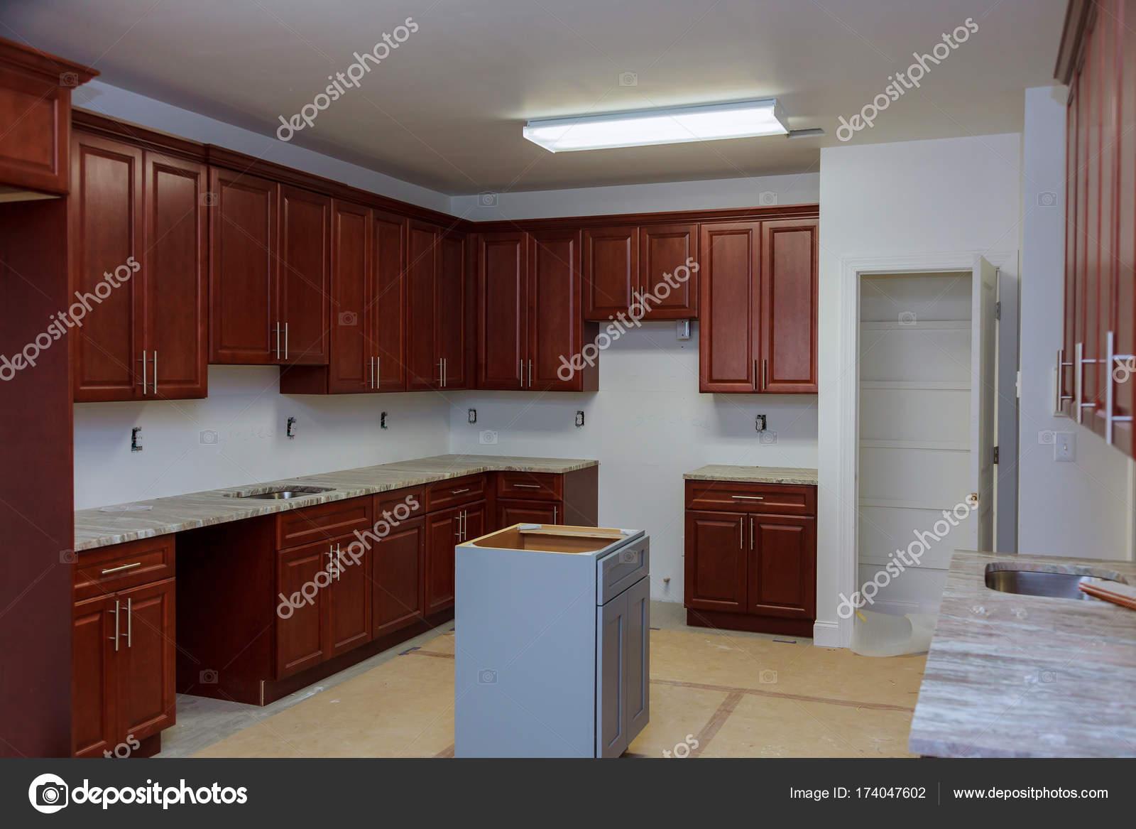 Interior Da Moderna Cozinha De Madeira Fotografias De Stock