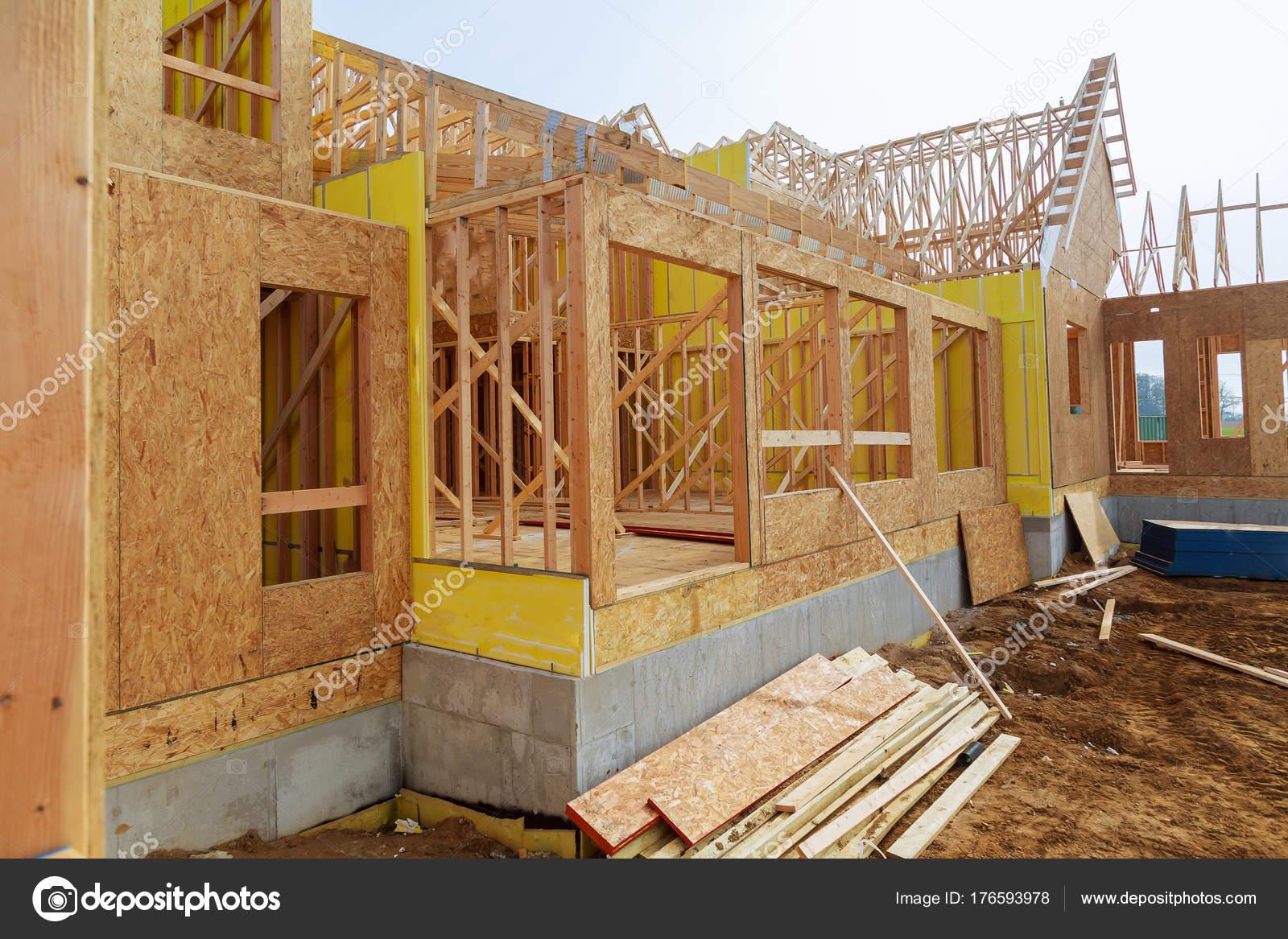 Resumen de marcos de madera casa construcción nueva — Foto de stock ...
