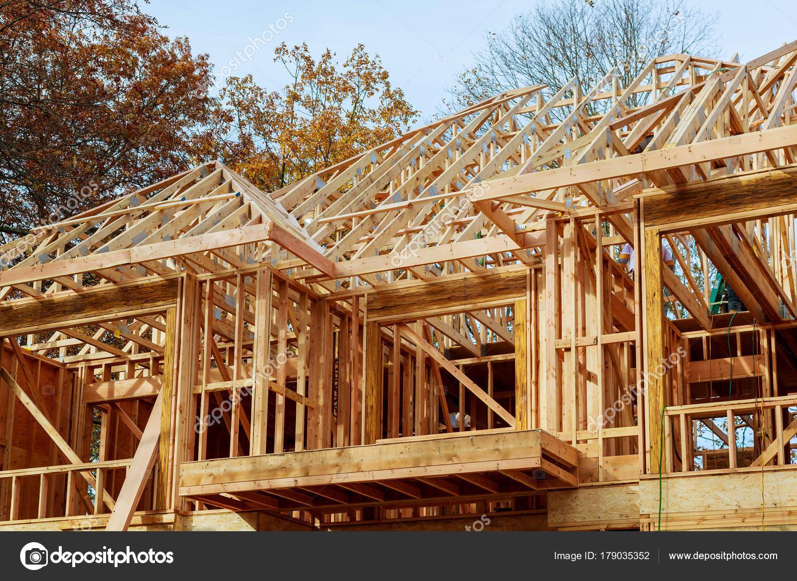 Bekannt Ein Stock errichtete Haus im Bau neu zu bauen, Dach mit Holz und UC55