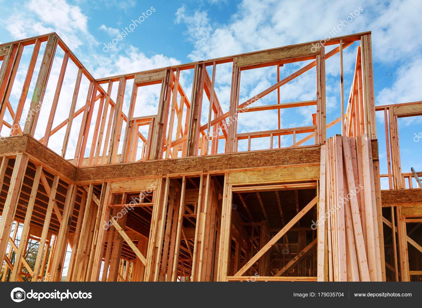 Enmarcado de nueva construcción de un edificio de la casa una nueva ...