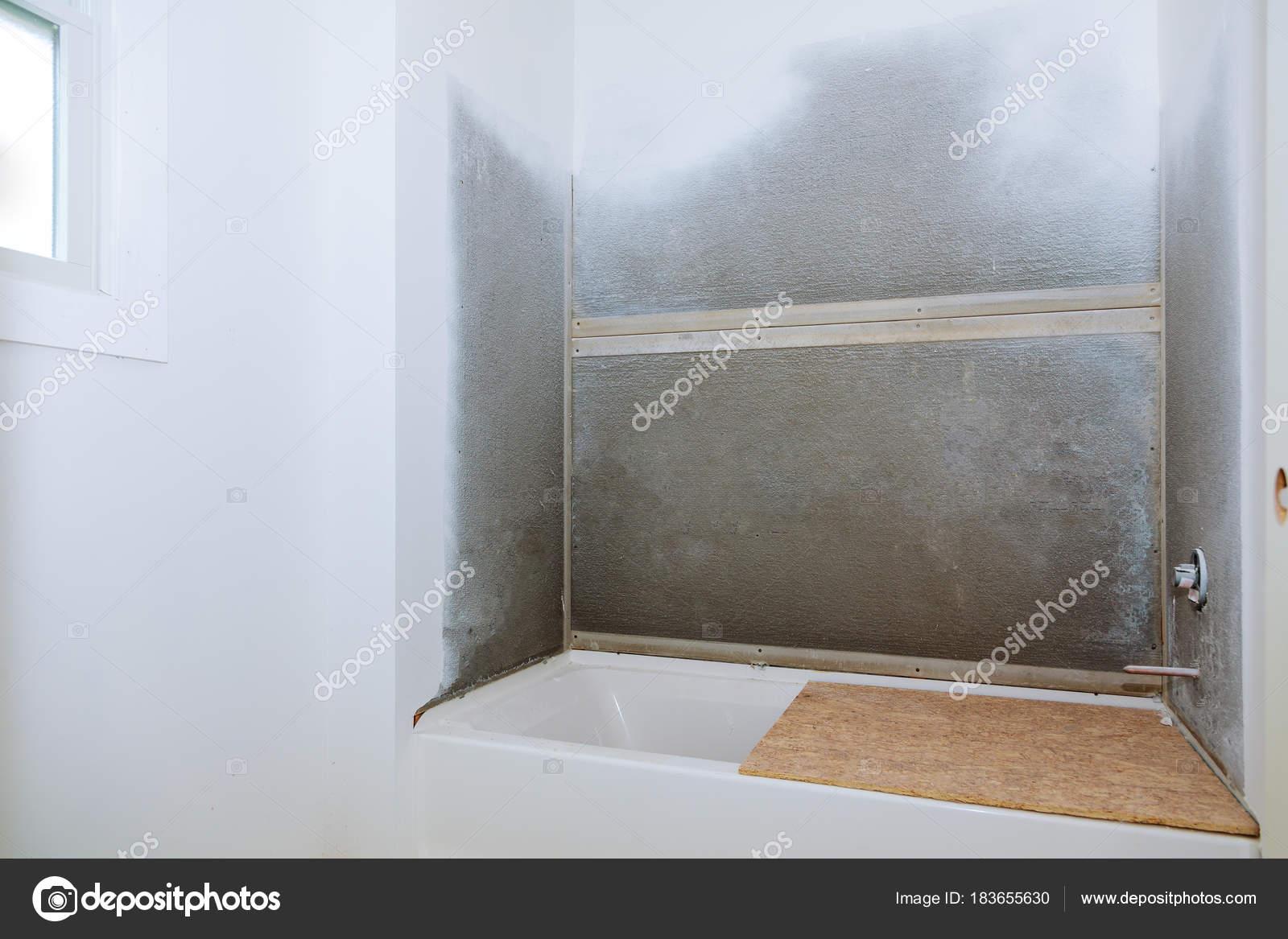 Badezimmer Installation, aufbau: umbau einer bad-installation — stockfoto © photovs #183655630, Design ideen