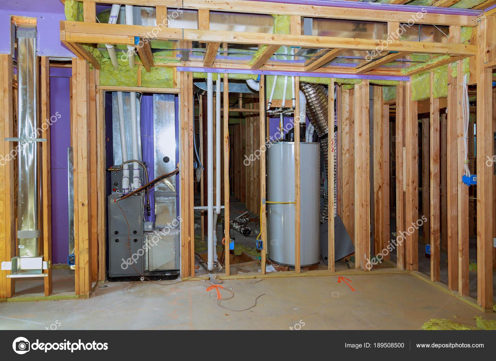 Marco de la pared de la casa, de madera y tableros, una ventana, una ...