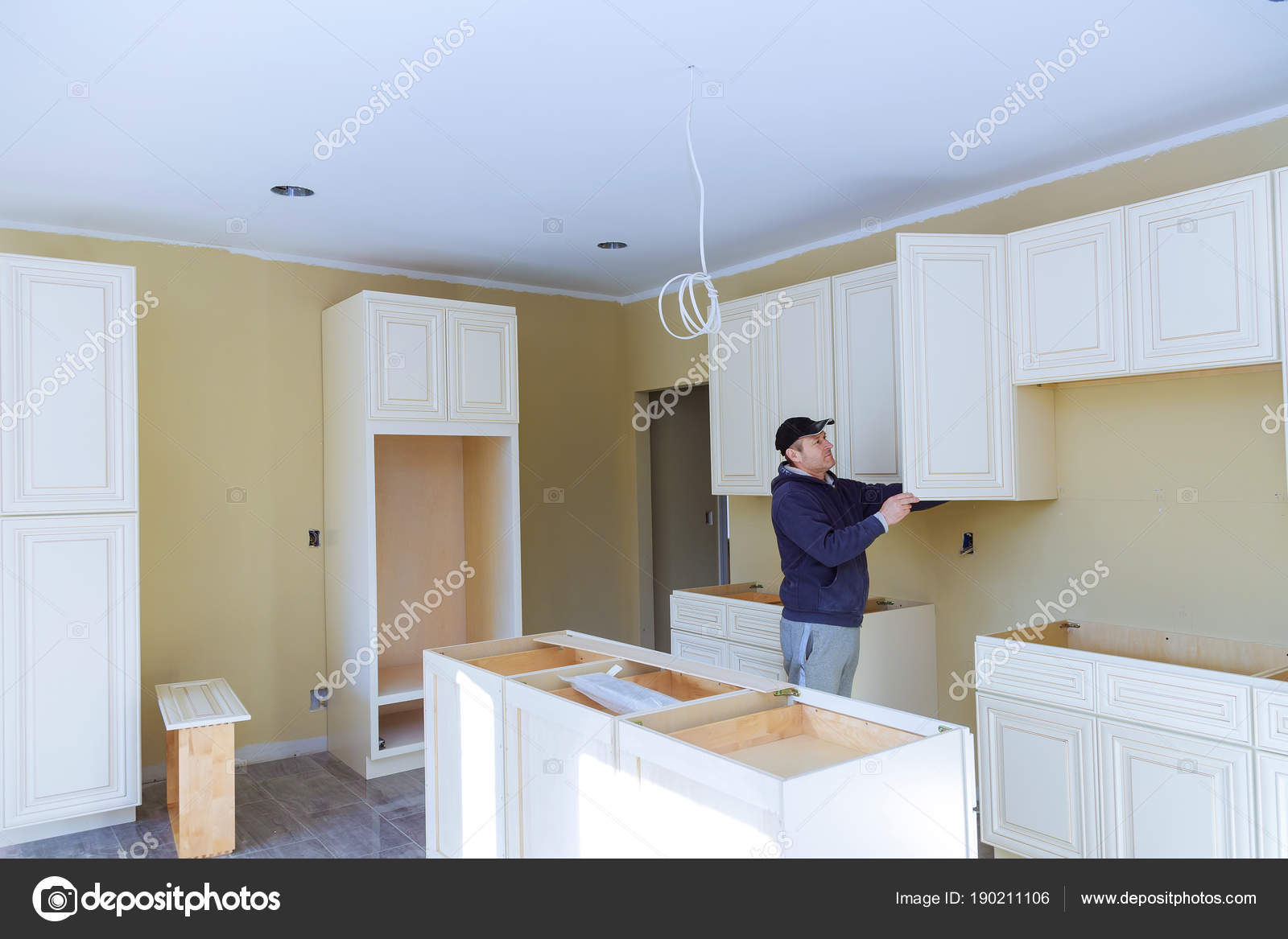 Hombre de cocina remodelación hermoso cocina, montaje de muebles de ...
