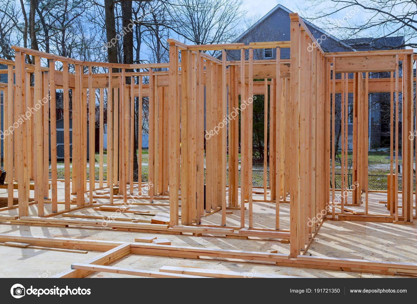 Close-up neue Stick gebaut Hause im Bau unter blauem Himmel Framing ...