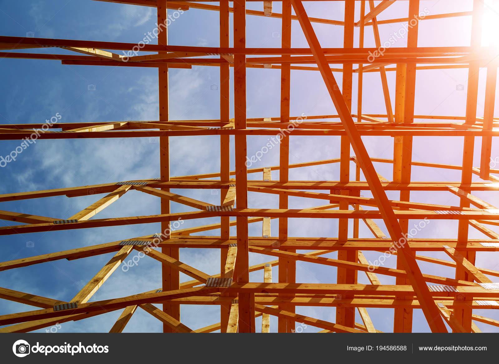 Enmarcar de madera de un marco completo inicio construcción de ...