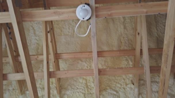 Dachgeschoss mit Schaumstoff-Isolierrahmenhaus im Bau
