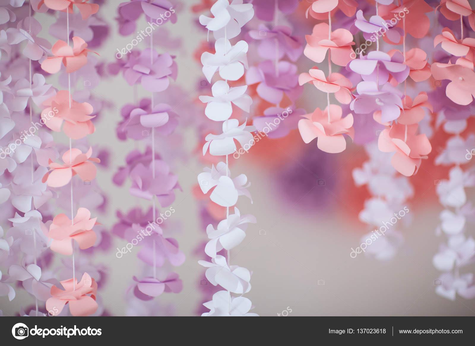 guirlandes de fleurs en papier photographie dismay25 137023618. Black Bedroom Furniture Sets. Home Design Ideas