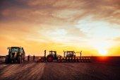 Fotografie Zemědělské mechanizace na západ slunce
