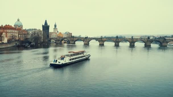 Pražský hrad s Karlovým mostem v České republice