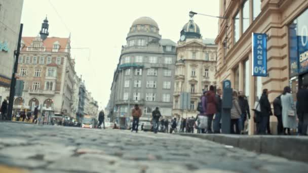 Praha, Česká republika - 24. prosince 2016: pohyb lidí v ulicích centra Prahy. Timelapse