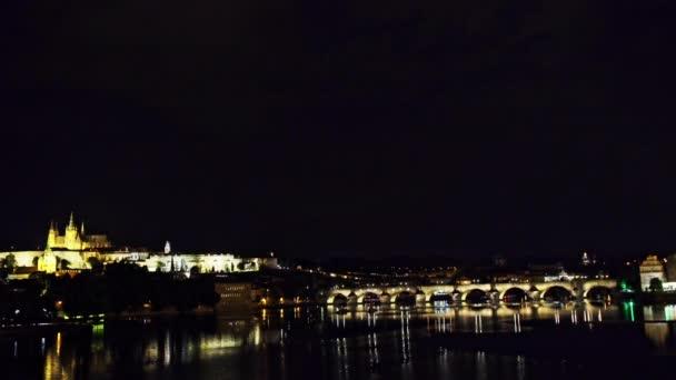 Panoramatický výhled na Pražský hrad, Karlův most a řeku Vltavu v krásné Prahy, Česká republika