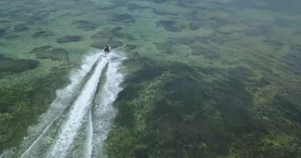 Letecký pohled na vodní skútr