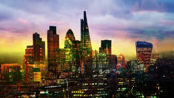 Londýnská City, obchodní a bankovní árie při západu slunce. Pohled z katedrály svatého Pavla. Více expozice obrazu