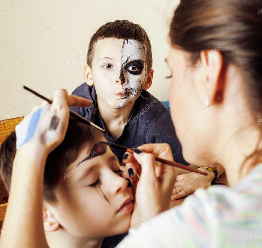 Halloween Schmink Kind.Niedlichen Kind Machen Schmink Geburtstagsfeier Zombie
