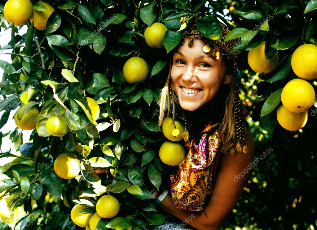 pretty islam woman in orange grove smiling, real muslim girl che