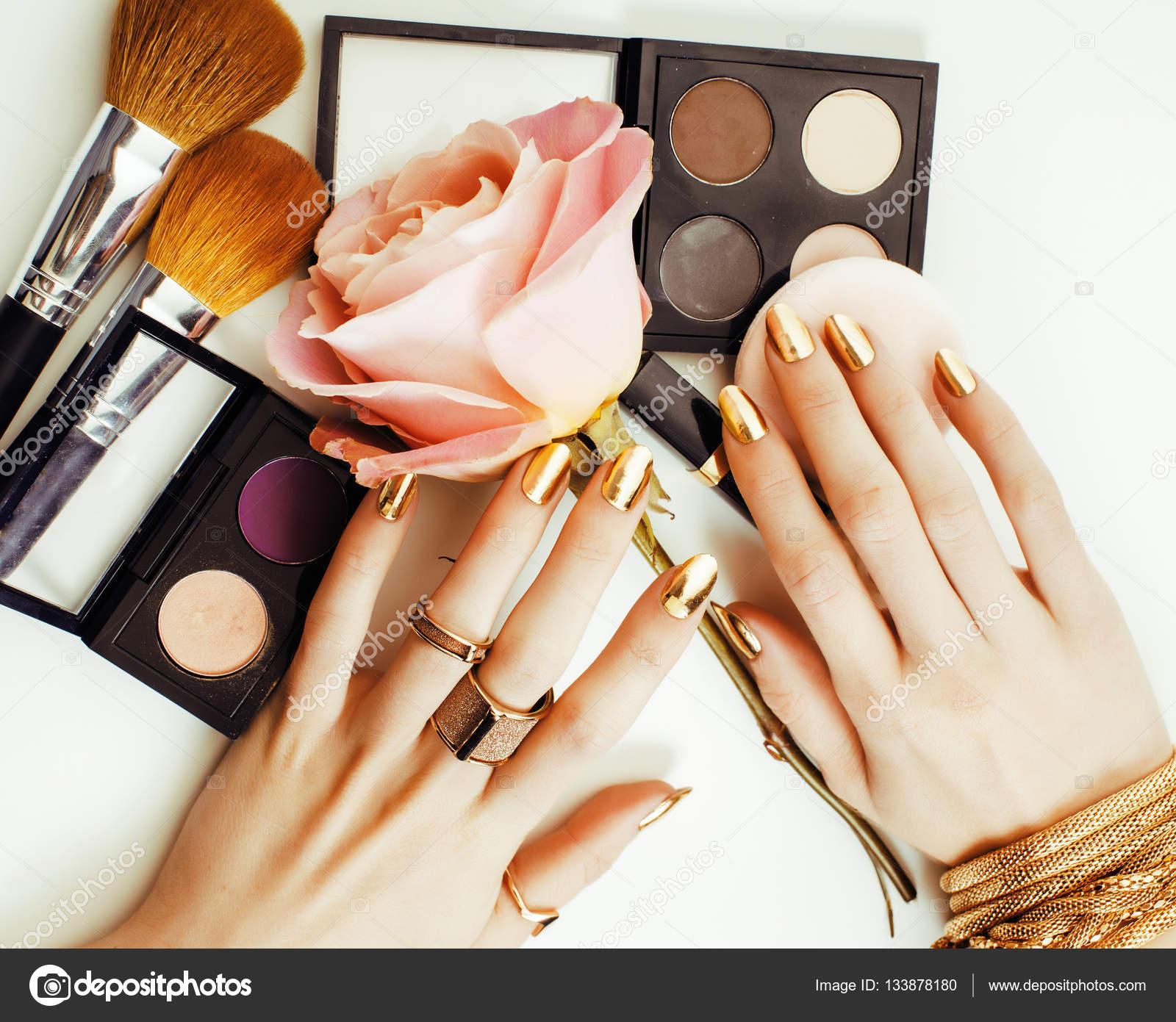 86ee1e966de5 žena ruce zlatý manikúra — Stock Fotografie © iordani  133878180
