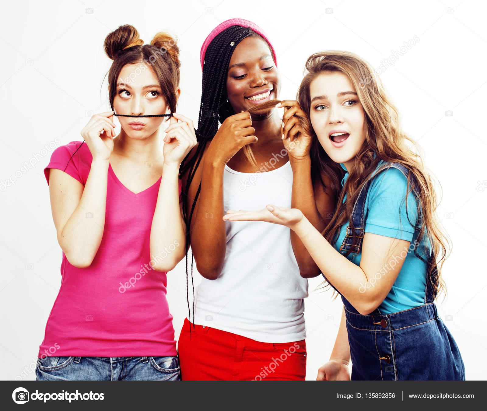 Группа девчонок позируют видео