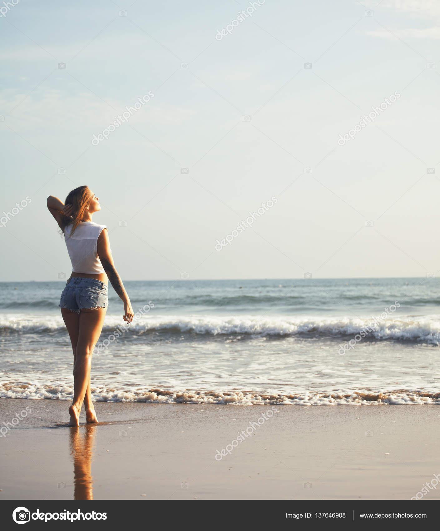 Три фотки реальные девок на море клубы