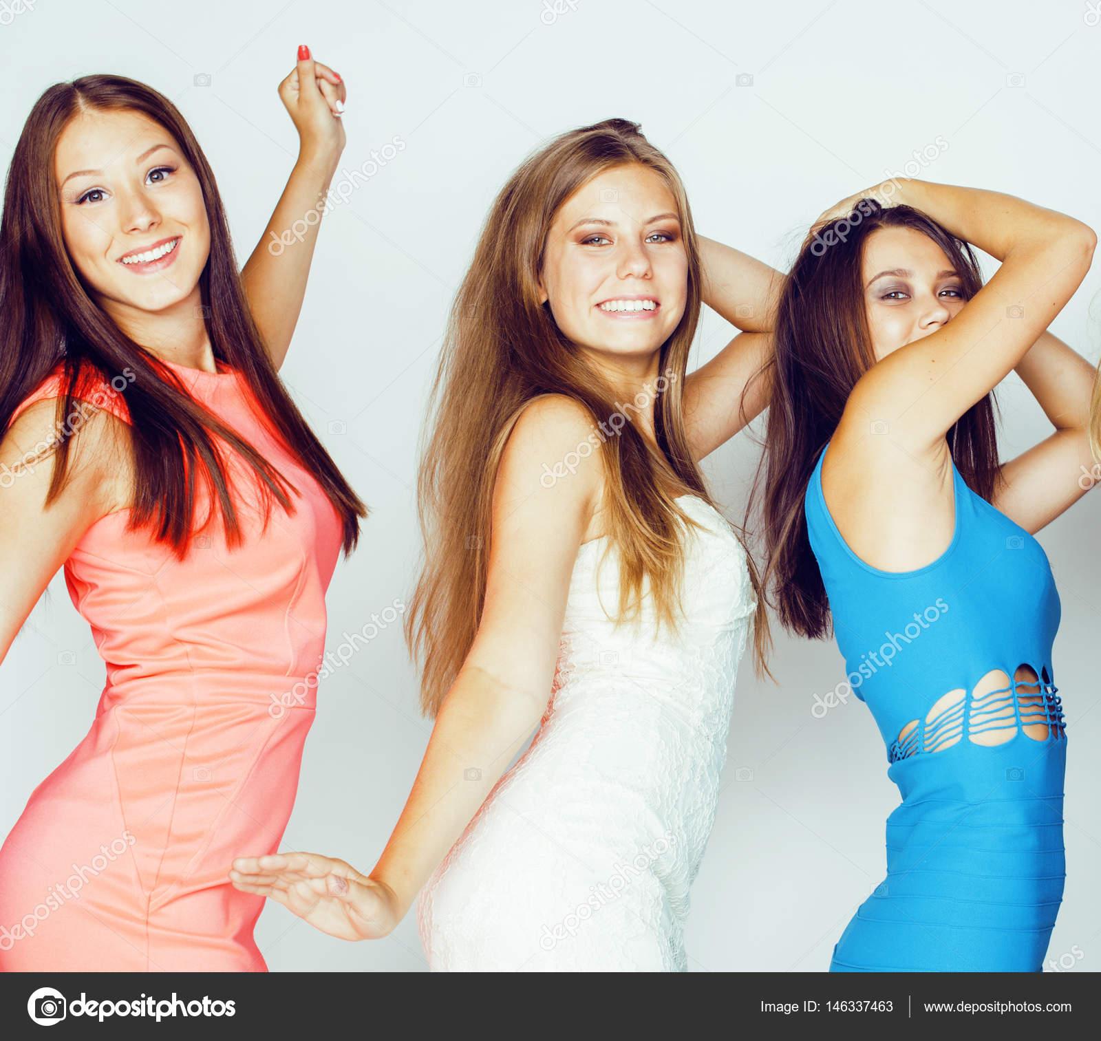 coole moderne Mädchen in helle Kleidung — Stockfoto © iordani #146337463