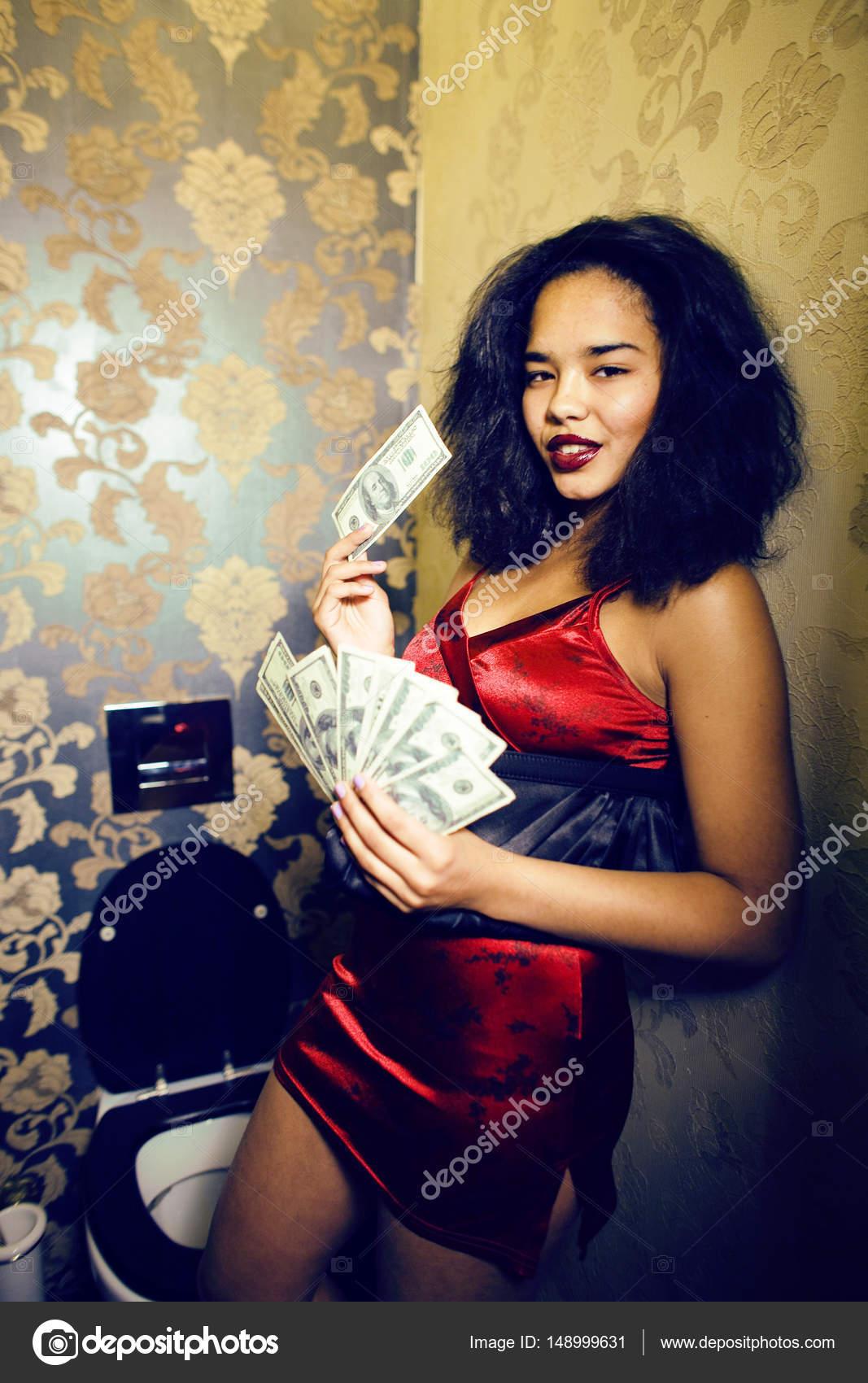 μαύρες γυναίκες που χρησιμοποιούν σεξουαλικά παιχνίδια