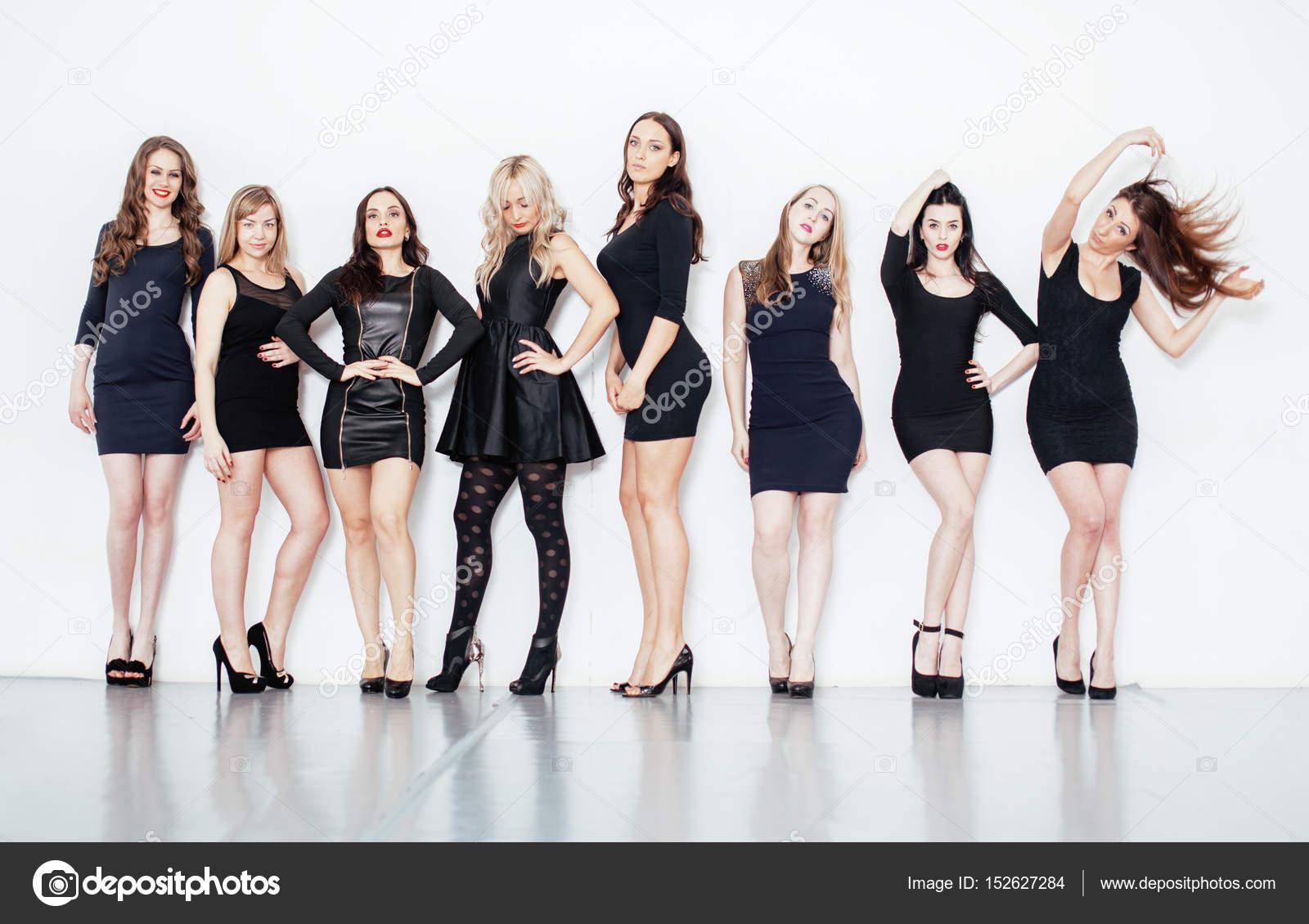 Фото много девушек вместе питер разводят деньги