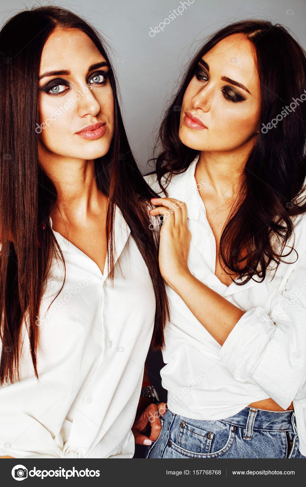 Μαύρη λεσβία αδελφές