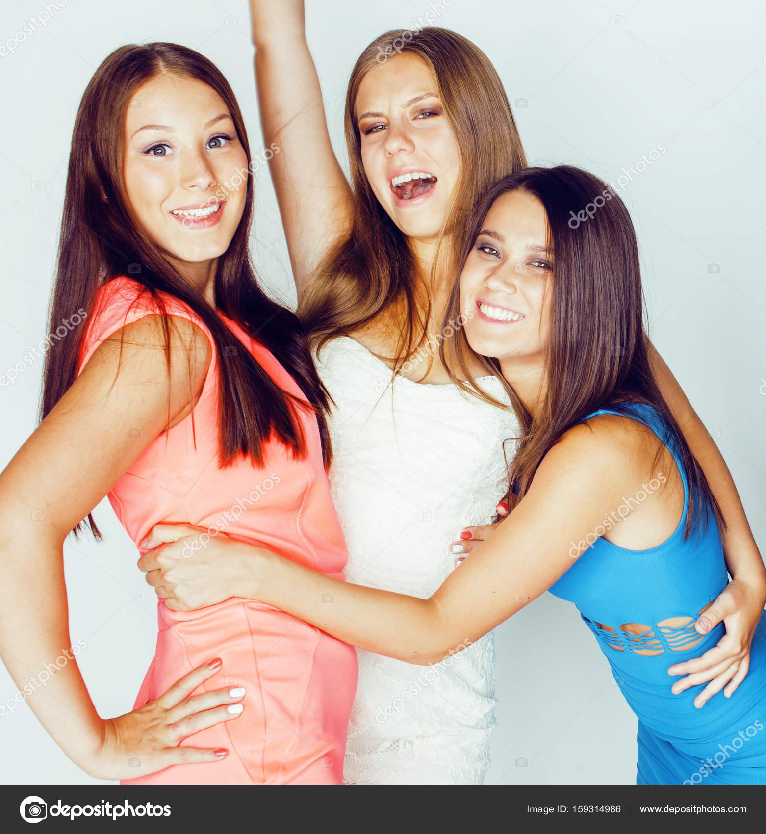 Много девушек вместе фото