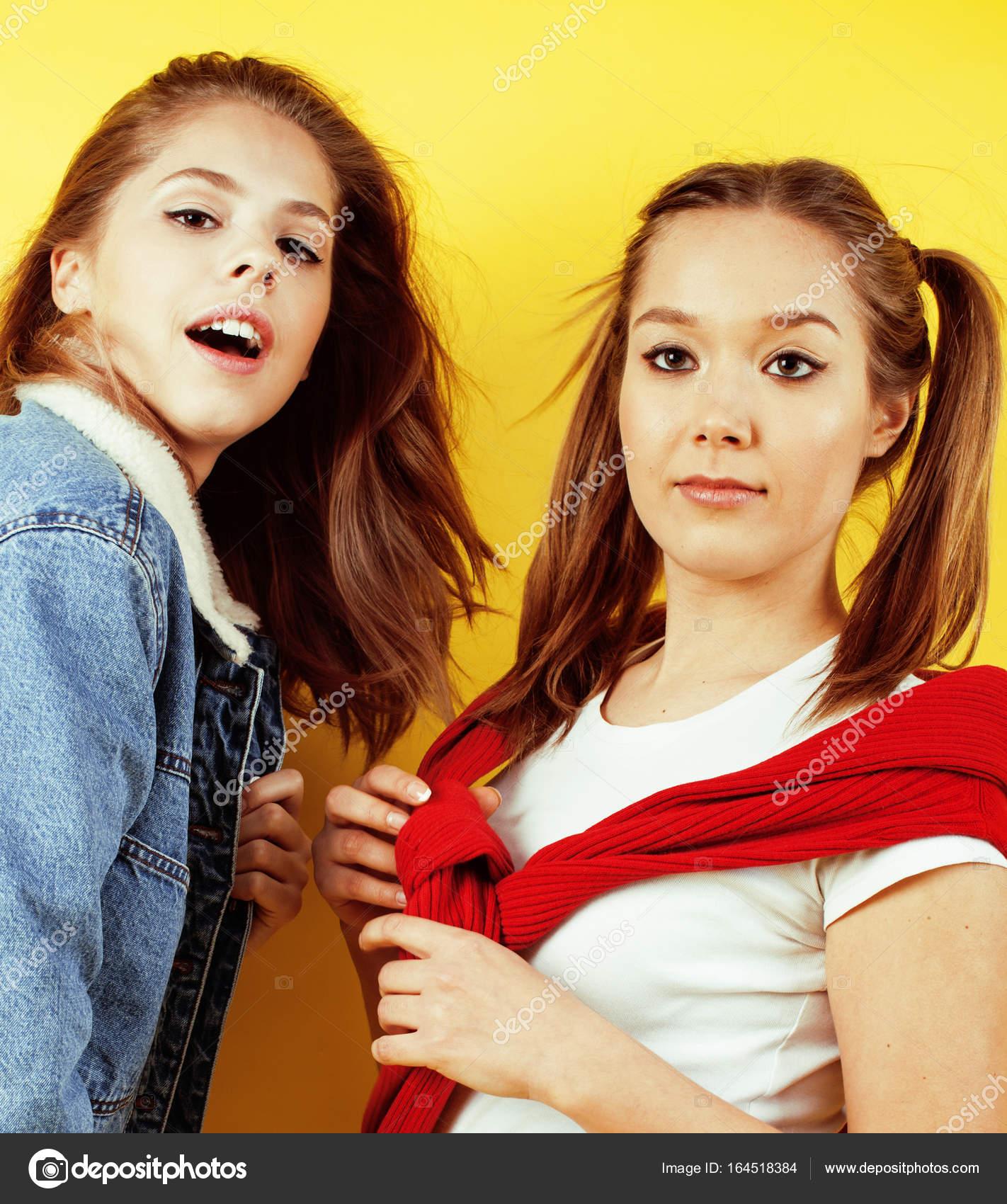 фото молодих дівчат.