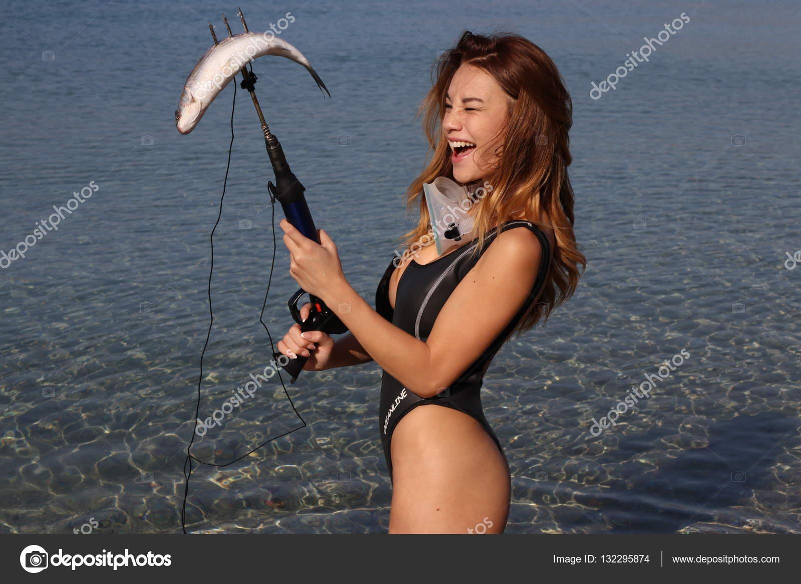 Сексуалиная девка на берегу