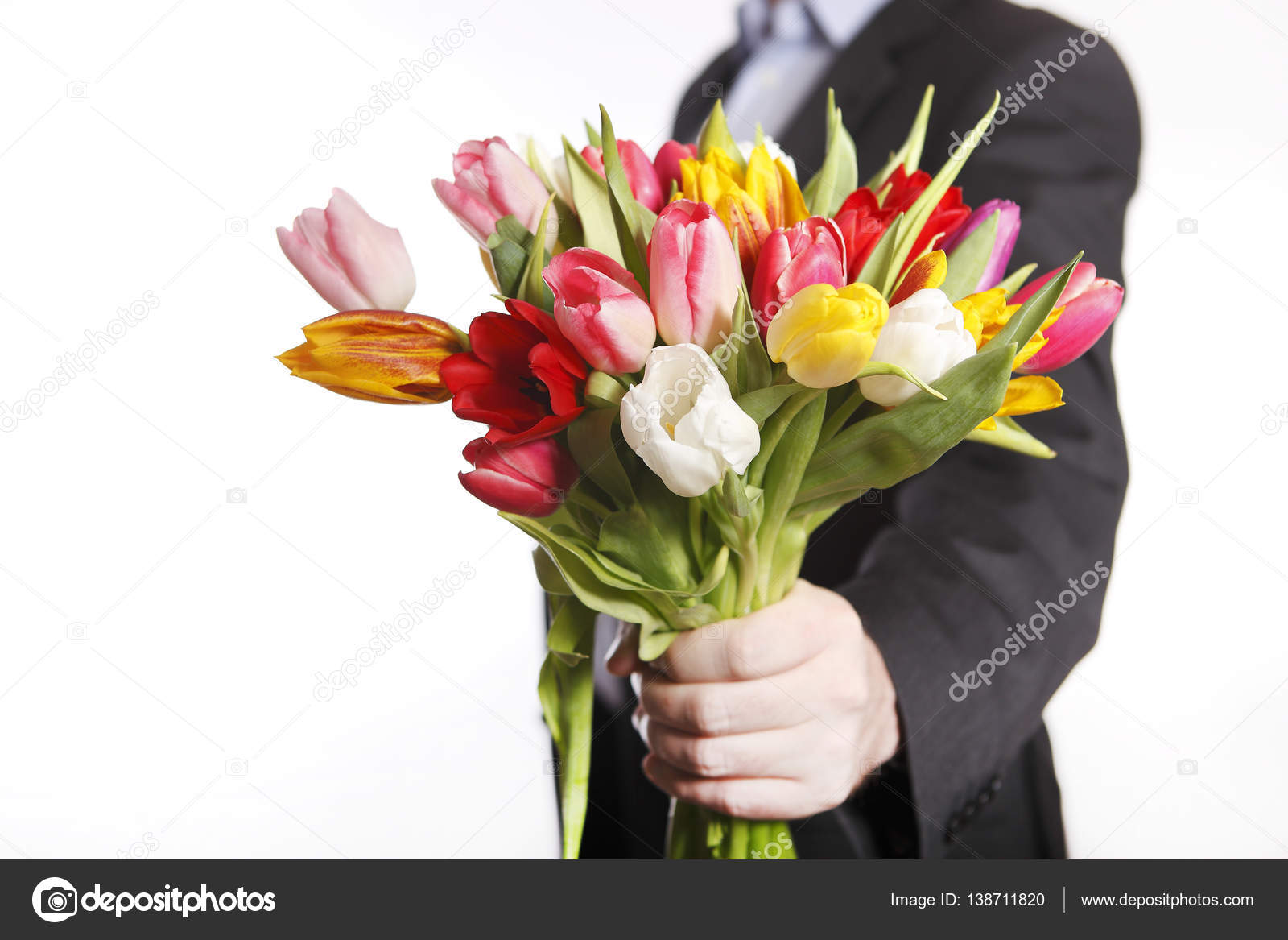 Рука мужчины с цветком и женская рука 45
