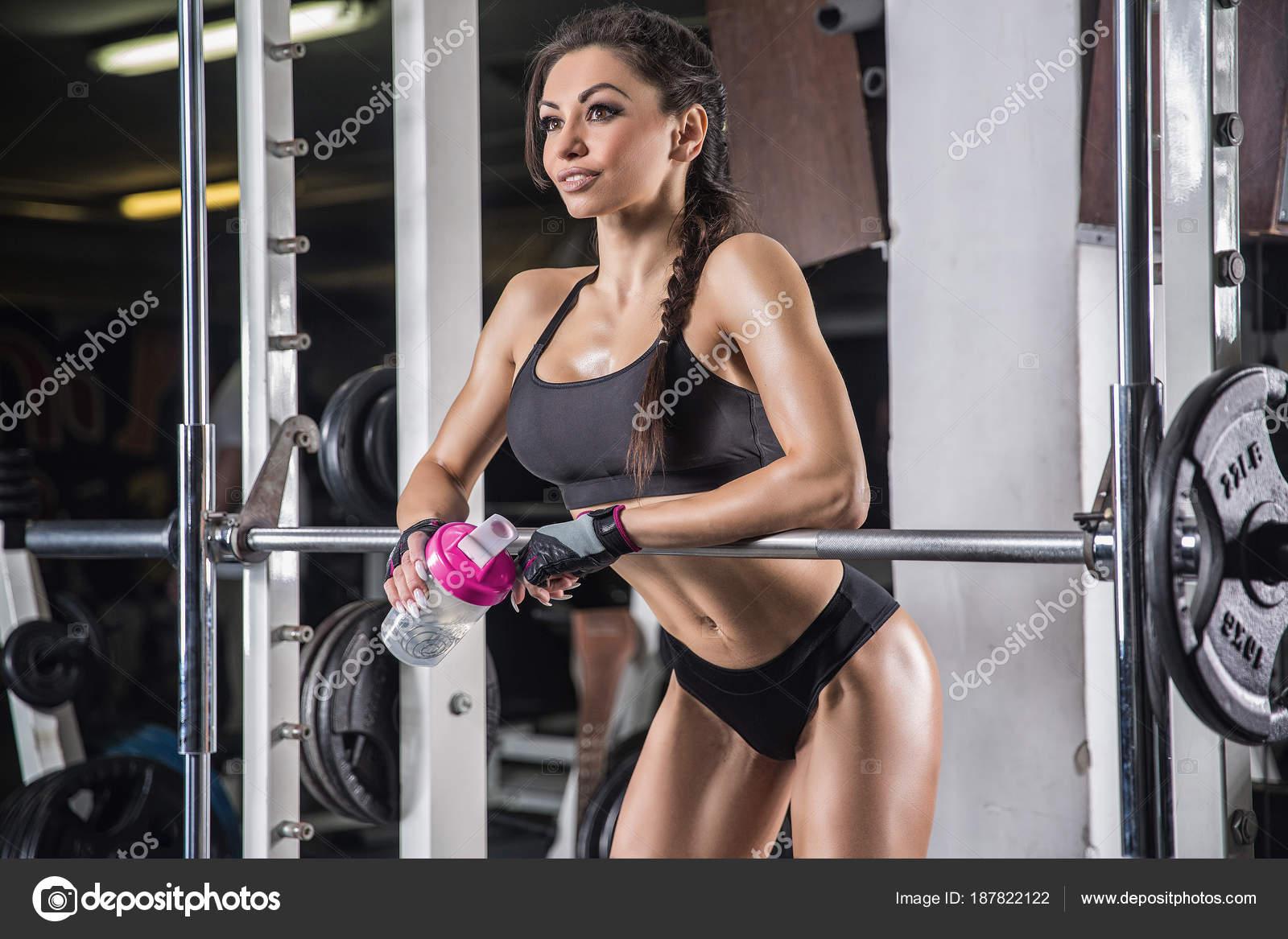 b5d4a6af32d7b Fitness kadın spor giyim gy mükemmel seksi fitness vücut ile– stok imaj
