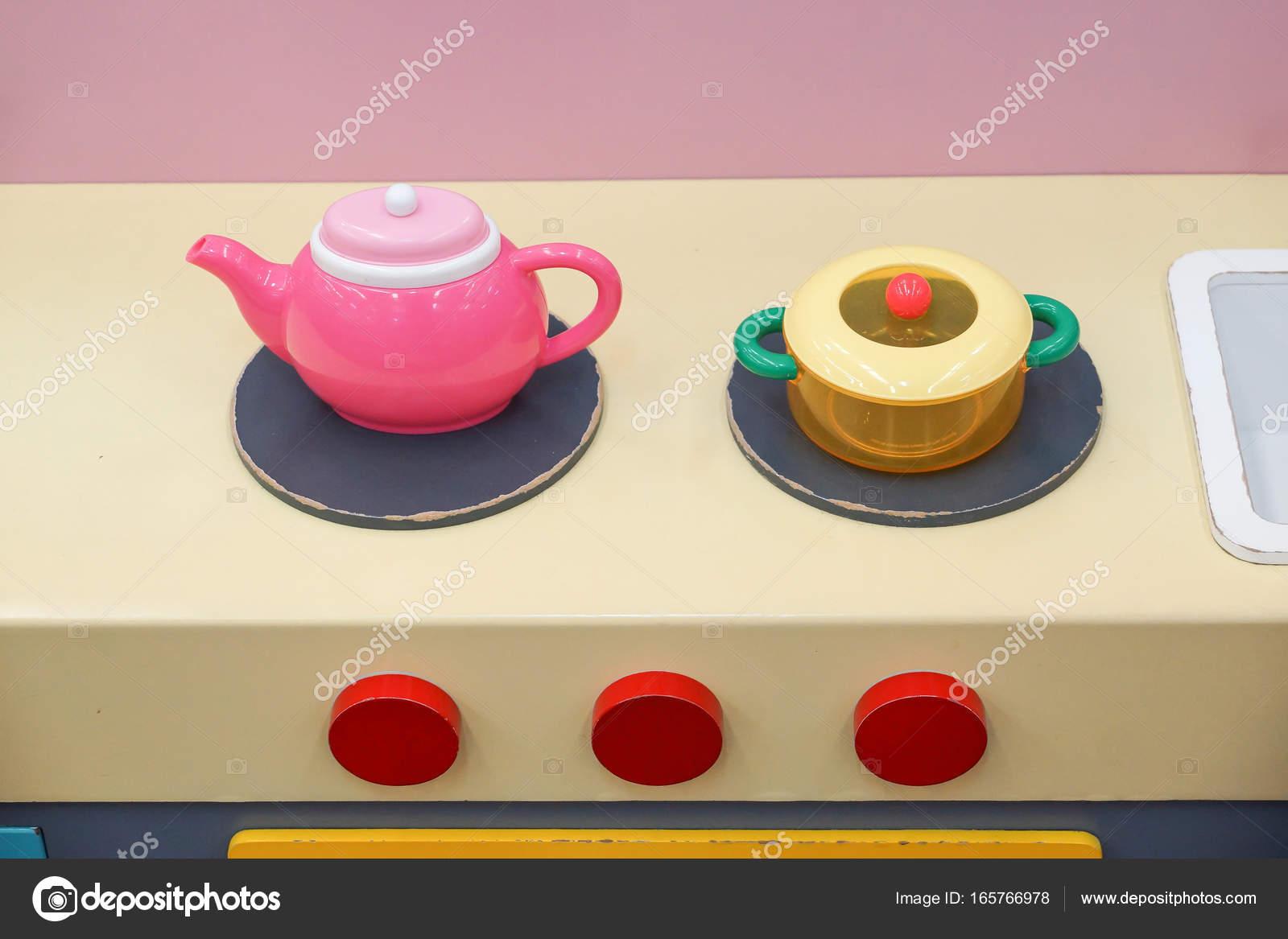 Spielzeug-Tee-set — Stockfoto © weerapat #165766978