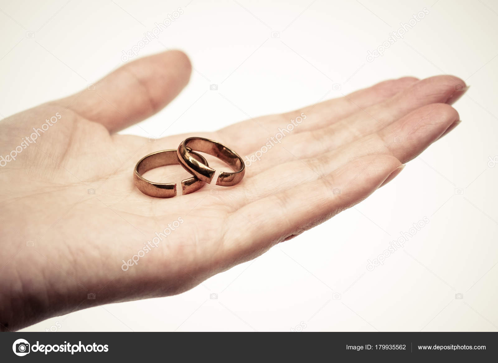 Hand Mit Gebrochenen Ringen Scheidung Und Beziehungsende