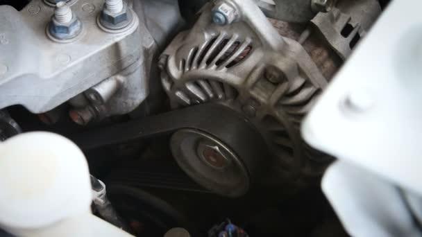 Zblízka střílel startér motoru a motoru Start zapalování se zvukem