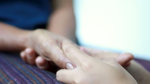 geben Massagen Frauen Ältere