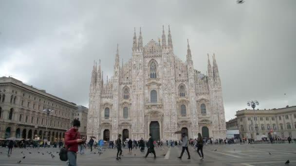 Milán, Itálie - Mai 5 pohled na milánské katedrály v Piazza Duomo, Itálie