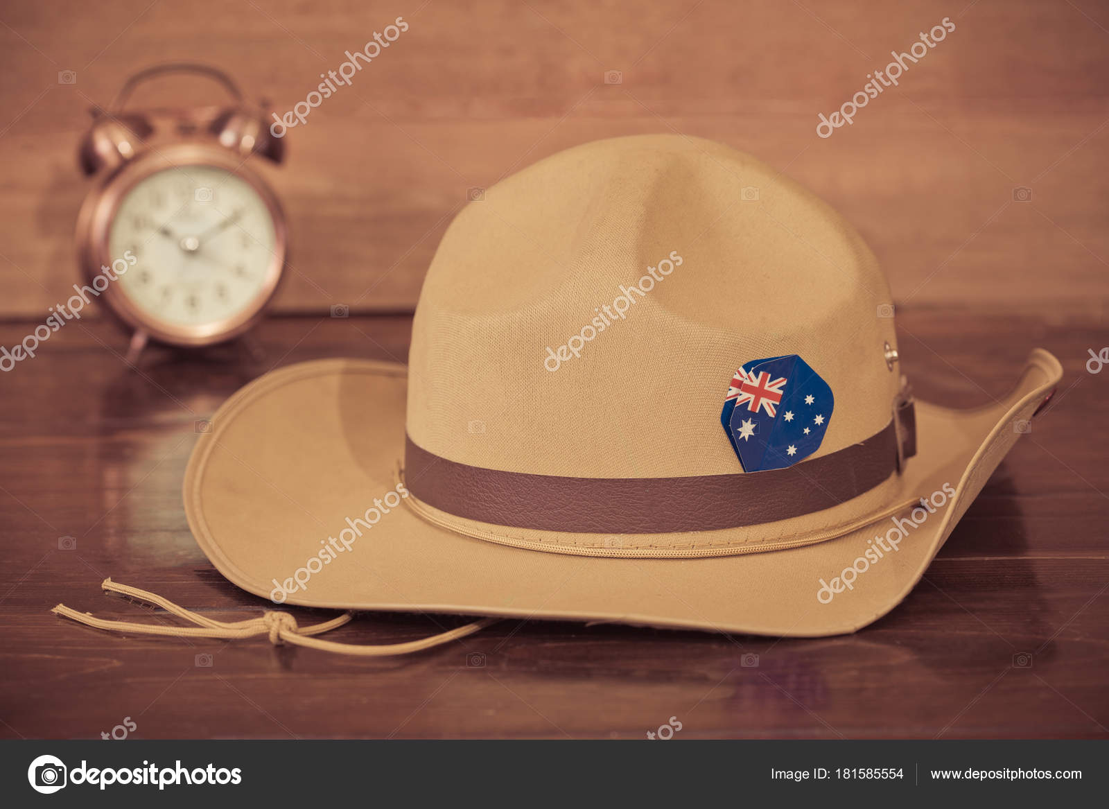 Anzac Army Slouch Hat Australian Flag Vintage Wood Background — Stock Photo 75d62fa46620