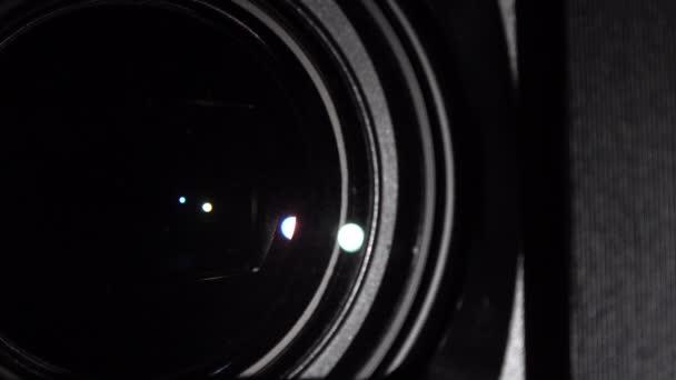 Digitális fényképezőgép fókuszáló lencséje. Fényképezőgép lencse zoom. Változó fókusztávolság.