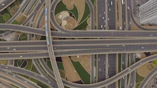 Letecký pohled na křižovatce s tratí, které v Dubaji, Spojené arabské emiráty