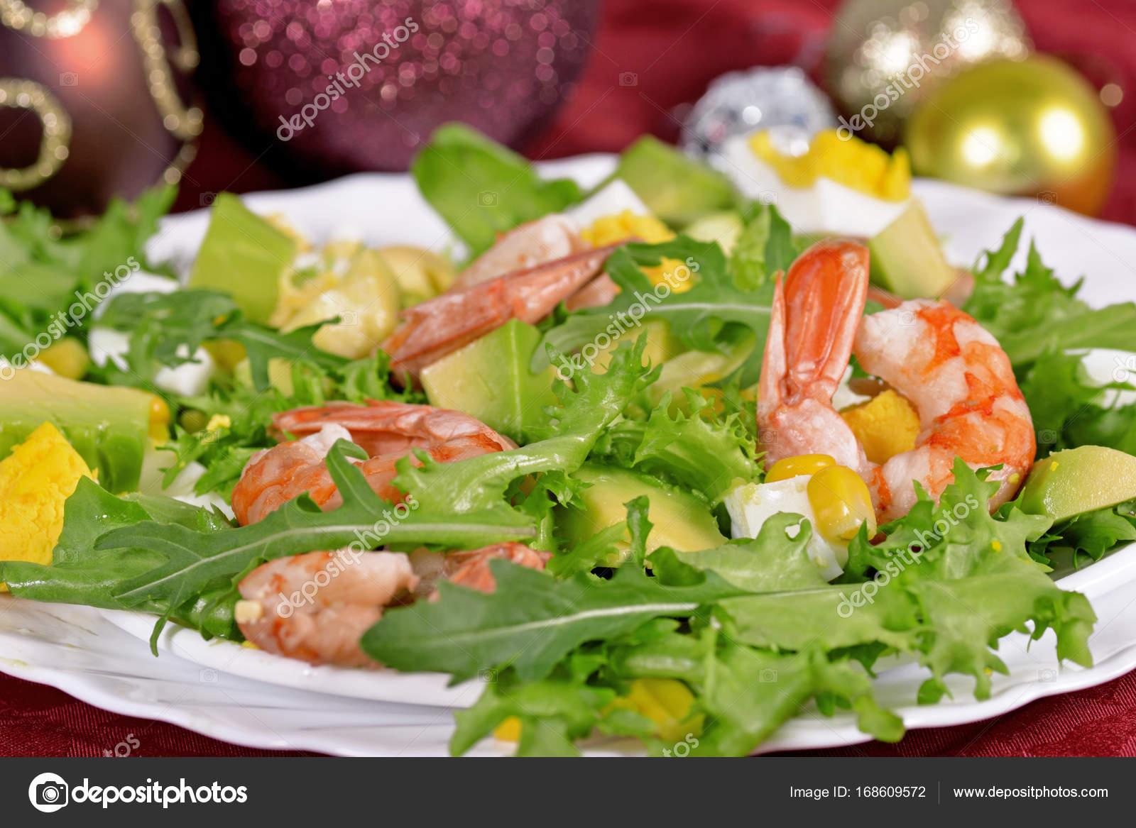 Grüner Salat mit Garnelen und avocado — Stockfoto © Merlin7125 ...