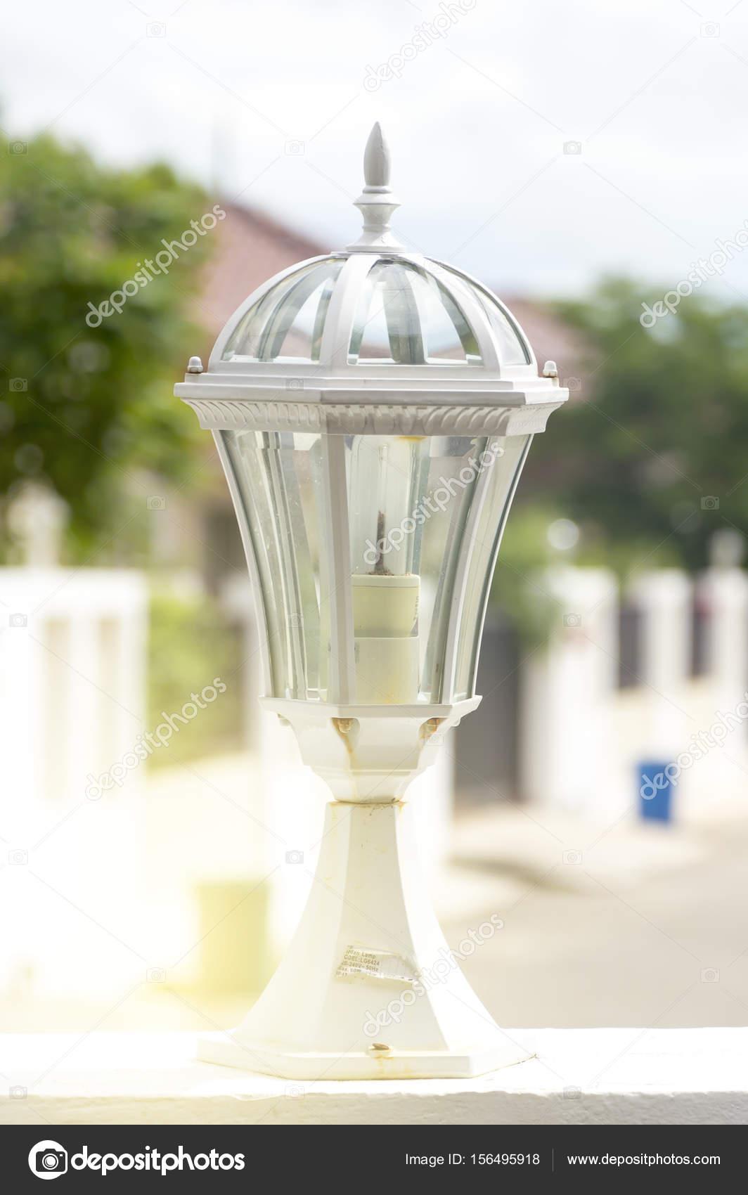 Licht Am Zaun Vor Dem Haus Stockfoto C Kritsaya 156495918