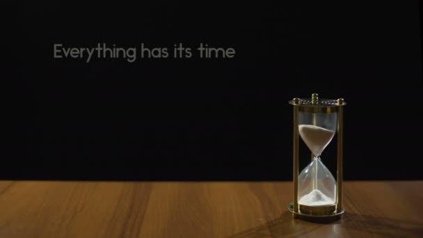 Tudo Tem O Seu Tempo Sábia Frase Sobre Paciência Areia Na