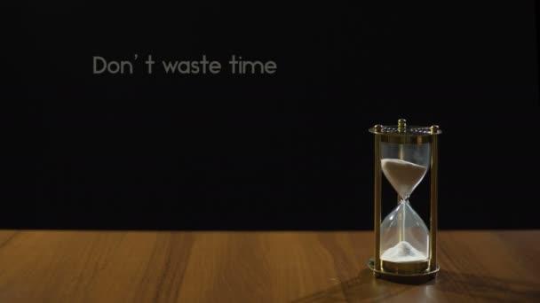 No Pierda Tiempo Frase Popular Acerca Del Valor De La Vida Y Fugacidad Reloj De Arena
